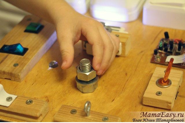 Как сделать бизиборд для ребенка