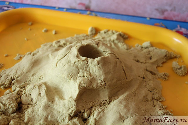 Вулкан из песка